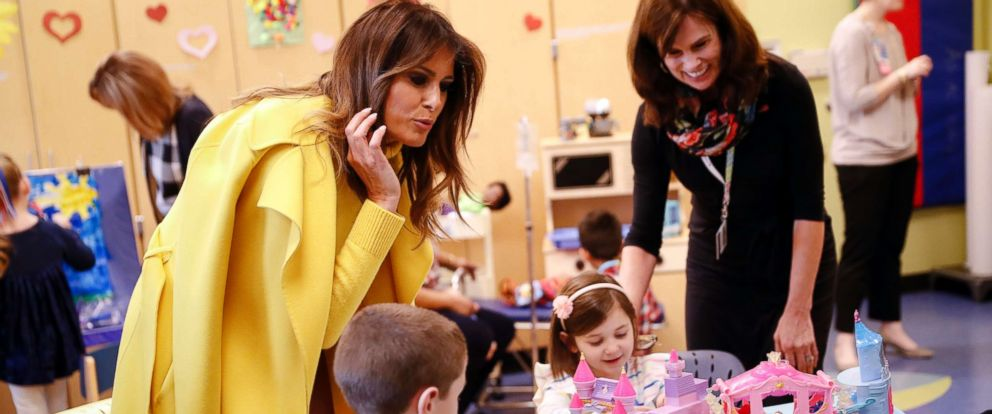 PHOTO: First lady Melania Trump meets with children at Cincinnati Childrens Hospital Medical Center, Monday, Feb. 5, 2018, in Cincinnati.