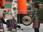 PHOTO: First lady Michelle Obama watches a Taiko performance by the Akutagawa High School Taiko Club during her visit to Fushimi Inari Shinto Shrine in Kyoto, Japan, March 20, 2015.
