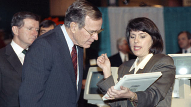 PHOTO: Pres. George H.W. Bush, left, gets a lesson on a pen-based computer from Bernadette Suckel during a visit to the National Grocers Association trade convention, Feb. 4, 1992, Orlando, Fla.