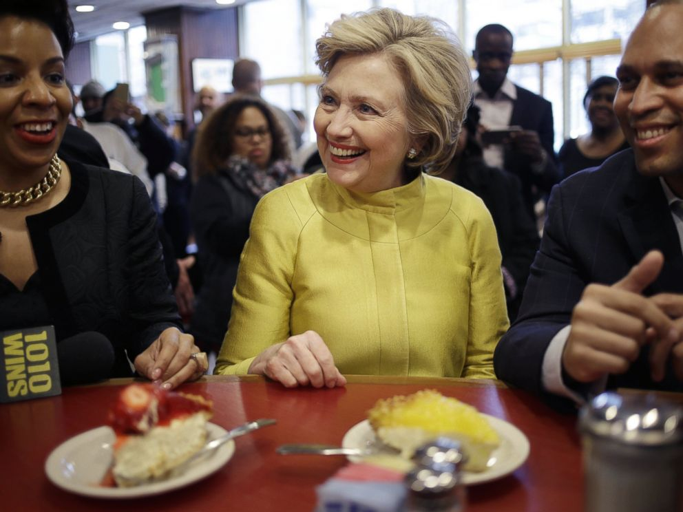 Photo Presidential Candidate Hillary Clinton Sits At The Counter Of Juniors Restaurant In Brooklyn