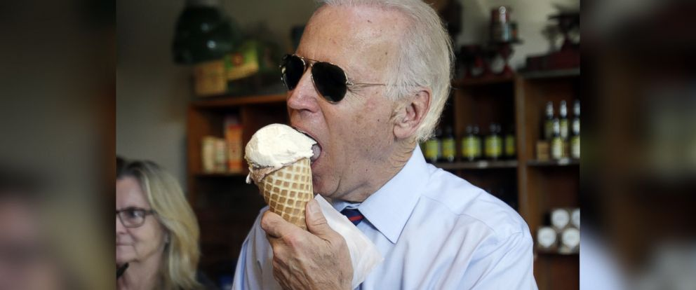 PHOTO: Vice President Joe Biden enjoys an ice cream cone after a campaign rally for Oregon U.S. Sen. Jeff Merkley in Portland, Ore., Oct. 8, 2014.