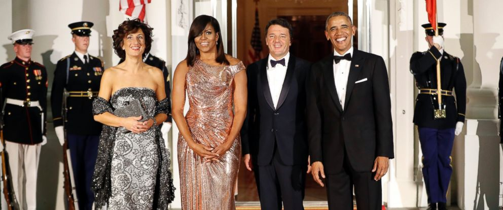 PHOTO: Barack Obama and Michelle Obama pose for a photo as they greet Italian Prime Minister Matteo Renzi and his wife Agnese Landini on the North Portico for a State Dinner at the White House in Washington, Oct. 18, 2016.