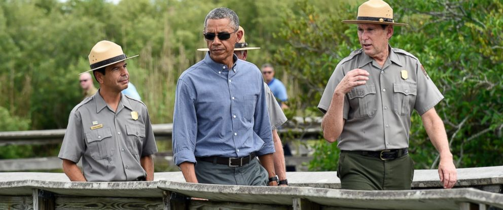 PHOTO: President Barack Obama walks the Anhinga Trail at Everglades National Park, Fla., April 22, 2015.