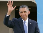 PHOTO: President Barack Obama waves as he arrives at San Francisco International Airport in San Francisco, April 3, 2013.