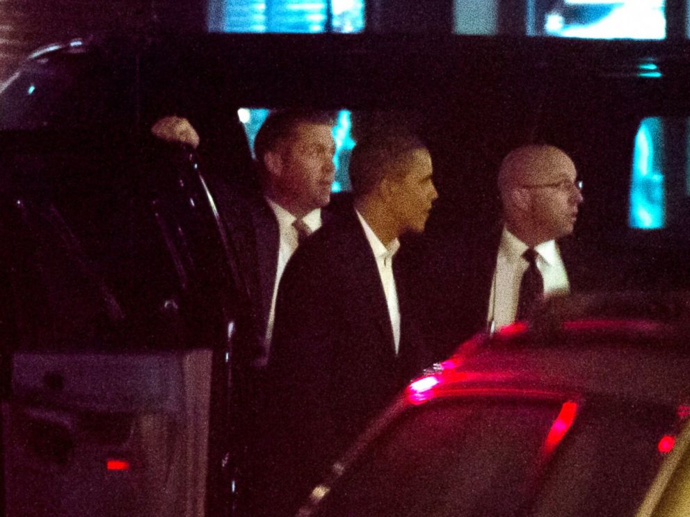 PHOTO: President Barack Obama arrives at Vermilion Restaurant in Alexandria, Va., for a Valentines Day dinner with first lady Michelle Obama on Feb. 14, 2012.