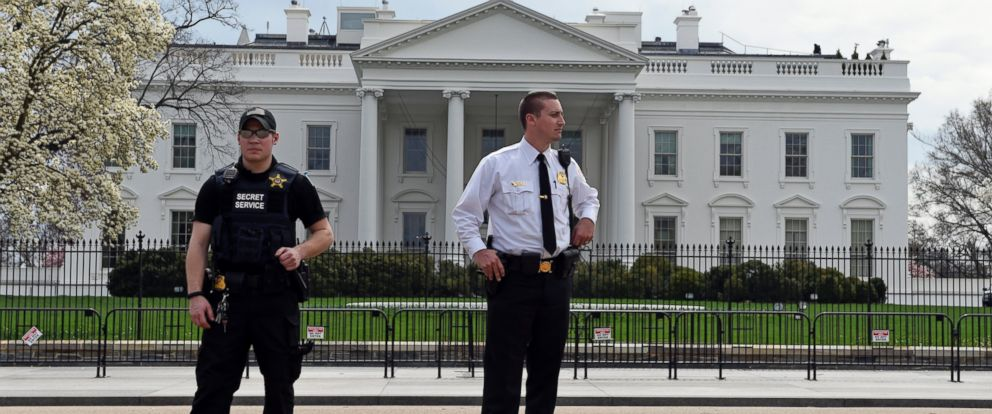 PHOTO: Members of the Secret Service stand on Pennsylvania Avenue outside the White House in Washington, April 7, 2015.