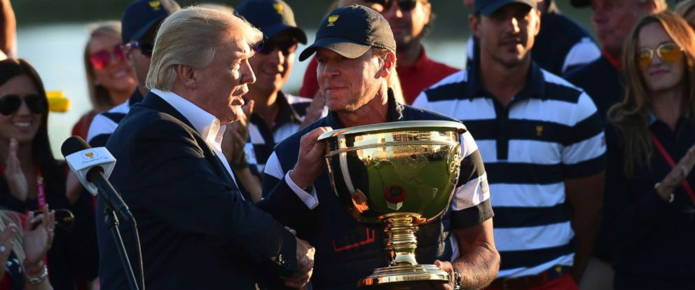 PHOTO: President Trump participates in presenting the Presidents Cup to the United States team at the Jersey City Golf Club in Jersey City, N.J., Sunday, Oct. 1, 2017, after the United States team defeated the International team.
