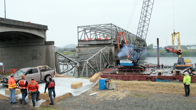 PHOTO: A car is removed from the wreckage of an Interstate 5 bridge over the Skagit River in Mount Vernon, Wash., May 27, 2013.
