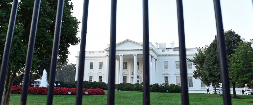 PHOTO: A fence separates the White House from the street in Washington, in this Sept. 20, 2014 file photo.