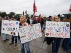 PHOTO: People rally at the World War II Memorial in Washington, Oct. 13, 2013.