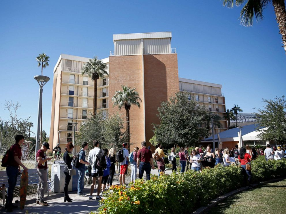 PHOTO: People line up to vote at the ASU Palo Verde West polling station during the U.S. midterm elections in Tempe, Arizona, Nov. 6, 2018.