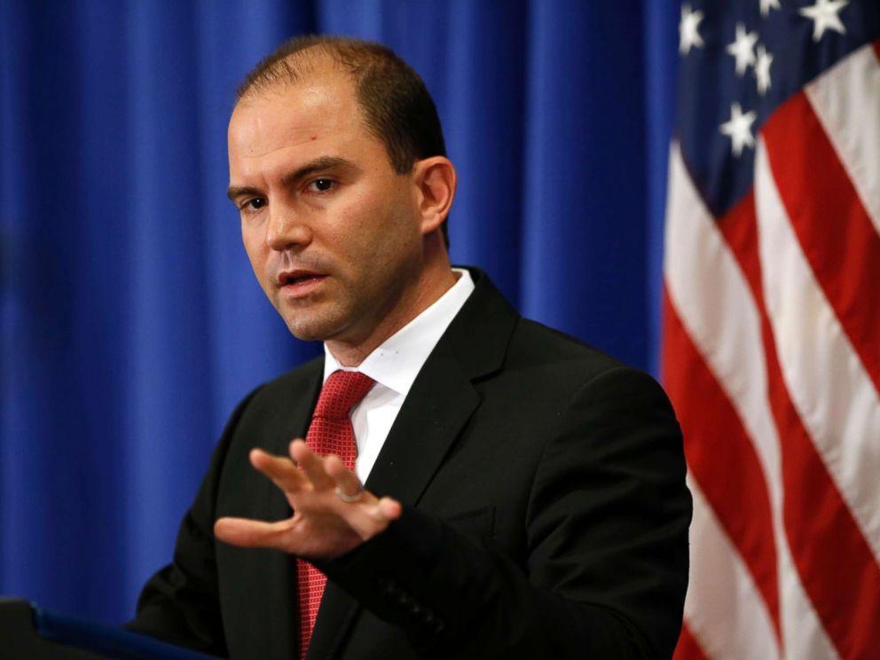 PHOTO: Deputy U.S. national security adviser Ben Rhodes speaks during a press briefing on Marthas Vineyard, Mass., Aug. 22, 2014.