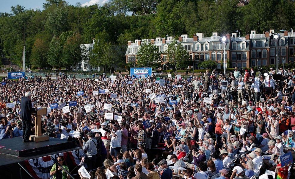 PHOTO: Sen. Bernie Sanders delivers remarks while announcing his candidacy for president at Waterfront Park, May 26, 2015 in Burlington, Vt.