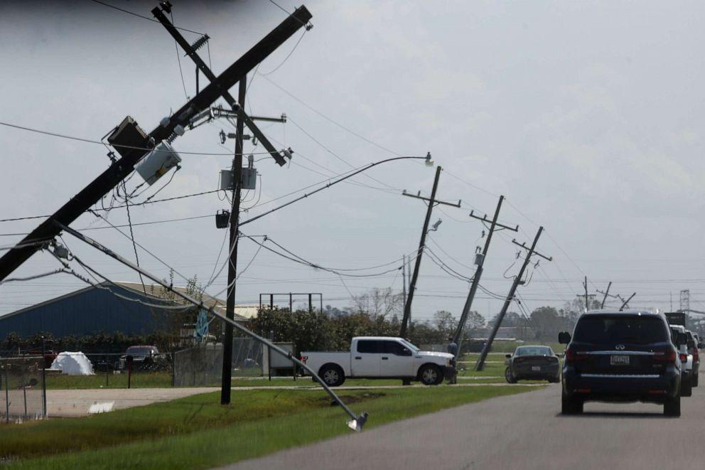 FOTO: La caravana presidencial pasa por un área afectada por el huracán Ida cuando el presidente Joe Biden comienza su recorrido por las áreas afectadas por el huracán en Louisiana, el 3 de septiembre de 2021.