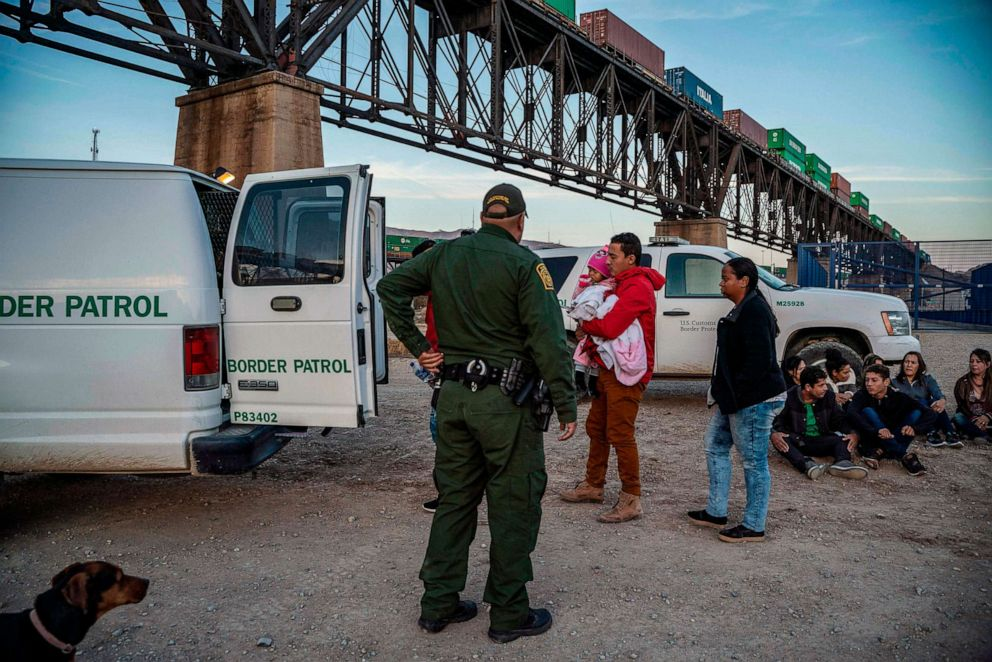 PHOTO: A group of migrants get into a U.S. Border Patrol van, near Sunland Park, N.M., March 20, 2019.