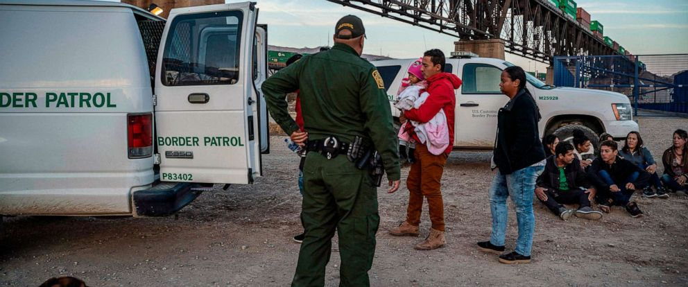 PHOTO:A group of migrants get into a U.S. Border Patrol van, near Sunland Park, N.M., March 20, 2019.