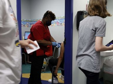 Panel CDC menawarkan bunyi untuk menasihati vaksin untuk orang belia berusia 12 sampai lima belas tahun thumbnail