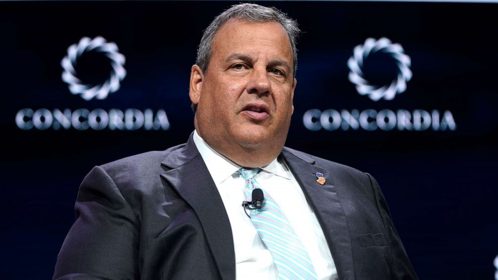 Former NJ Gov. Chris Christie applauds Trump's 'wartime president' attitude amid coronavirus crisis