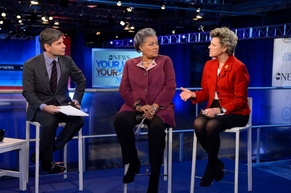 PHOTO: ABC News George Stephanopoulos, DOnna Brazile and Cokie Roberts cover the Democratic Presidential debate from St. Anselm College in Manchester, NH, Dec. 19, 2015.