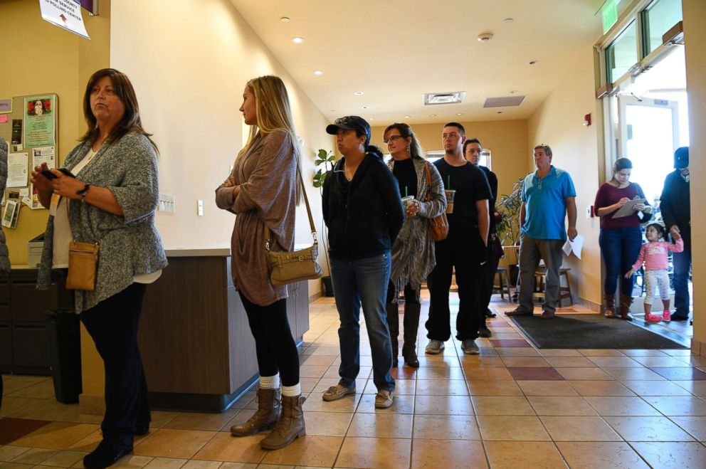 PHOTO: Voters line up at the Smoky Hill Library to vote in the Presidential election Nov. 8, 2016.