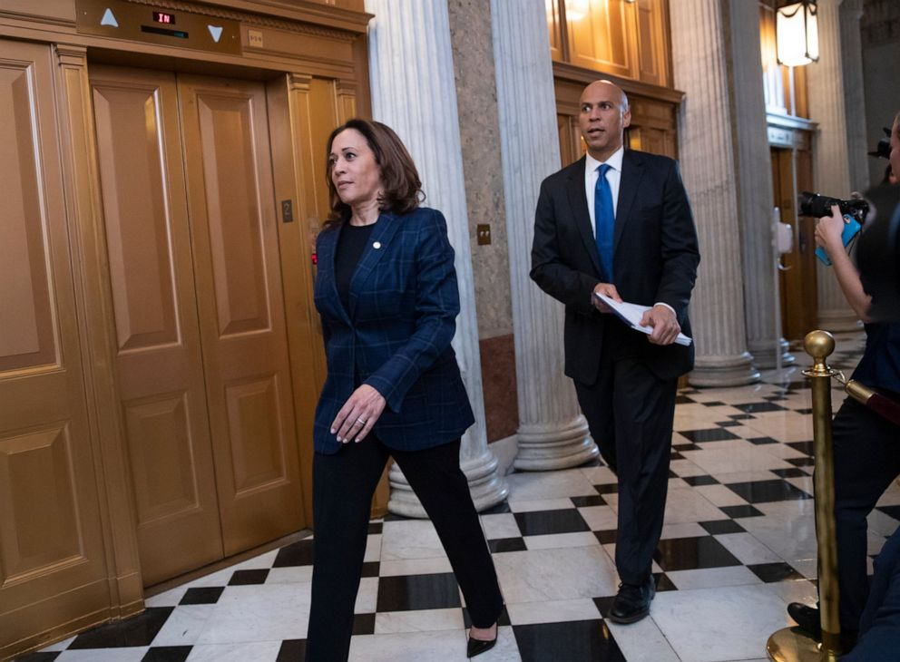 PHOTO: Senate Judiciary Committee members Sen. Kamala Harris, D-Calif., Left, and Sen. Cory Booker, D-N.J., arrives at the chamber for the final vote to confirm Supreme Court nominee Brett Kavanaugh at the Capitol in Washington, Oct. 6, 2018.