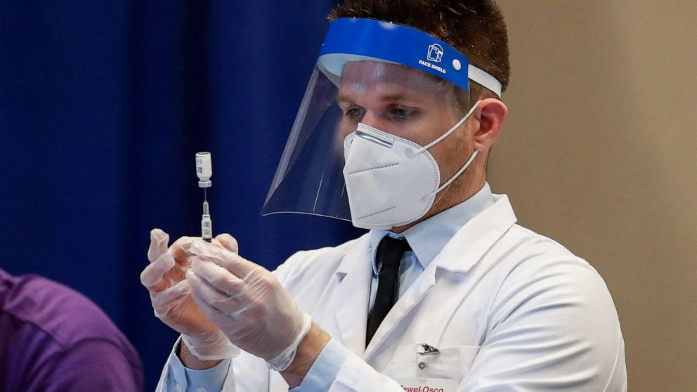 US regulators weigh whether people can mix COVID booster shots