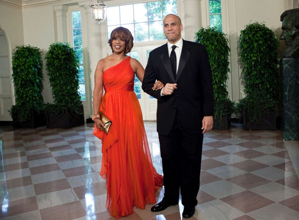 PHOTO: Gayle King and Cory Booker, Mayor of Newark, N.J., arrive at the White House for a state dinner May 19, 2010 in Washington.