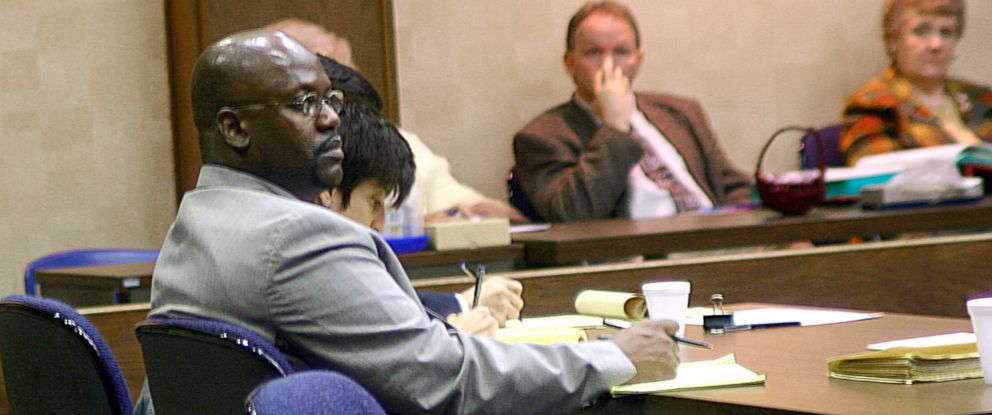 PHOTO: Curtis Giovanni Flowers, left, listens to testimony in his third capital murder trial in Winona, Miss., Feb. 6, 2004.