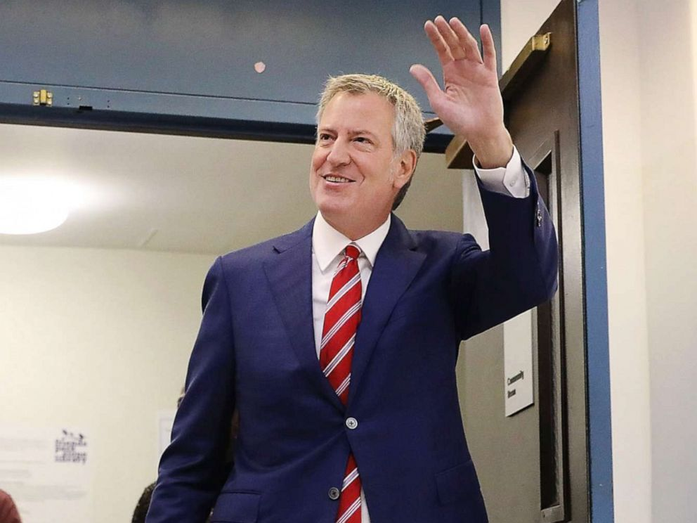 PHOTO: New York City Mayor Bill de Blasio walks into his polling site at the Park Slope Library on Election Day, Nov. 7, 2017 in Brooklyn.