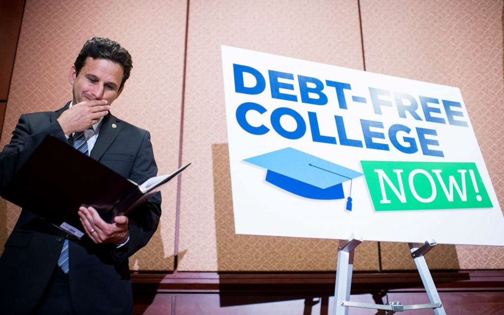 PHOTO: Sen. Brian Schatz, D-Hawaii, looks over his notes during the press conference in the Capitol to call for the elimination of student loan debt at public higher education institutions on Wednesday, June 10, 2015.