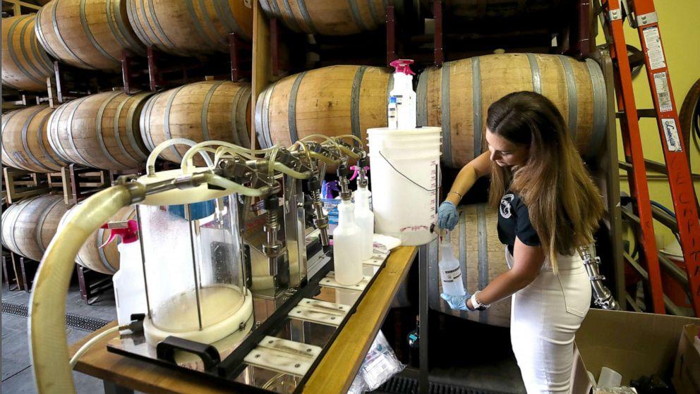 Distillers, νομοθέτες πίεση FDA να αναθεωρήσει sanitizer χεριών κατευθυντήριες γραμμές