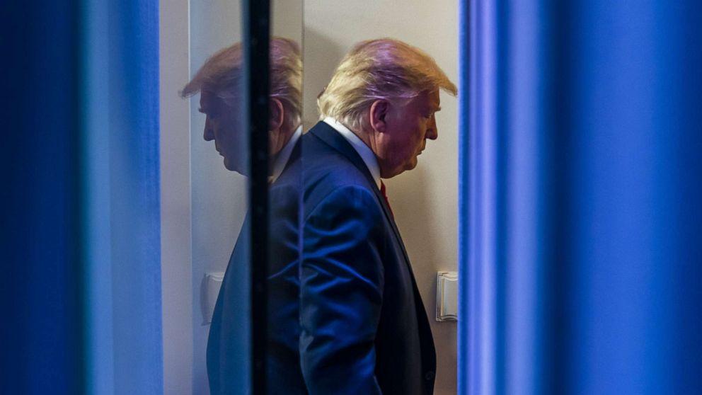 Trump retweets Nachrichten rollback-Unterstützung von Maßnahmen zur Abfederung coronavirus verbreitet