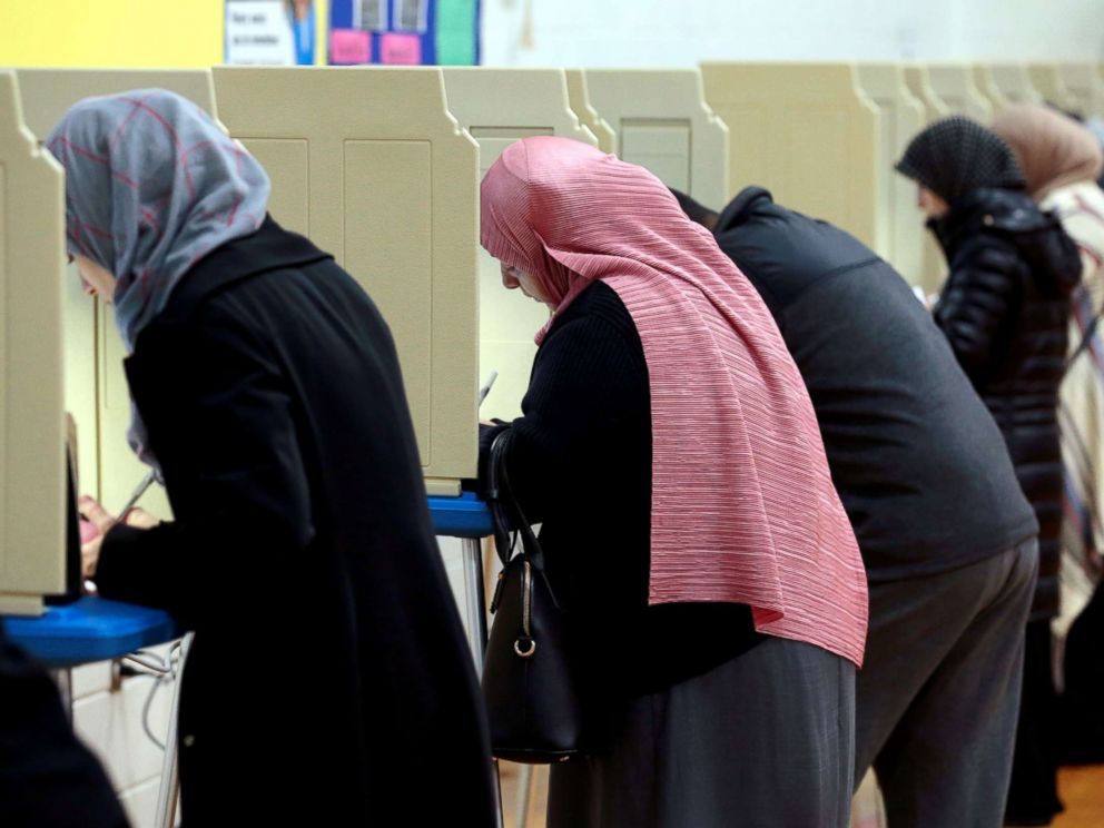 PHOTO: People cast their ballots in the midterm election at William Ford Elementary School in Dearborn, Mich., Nov. 6, 2018.