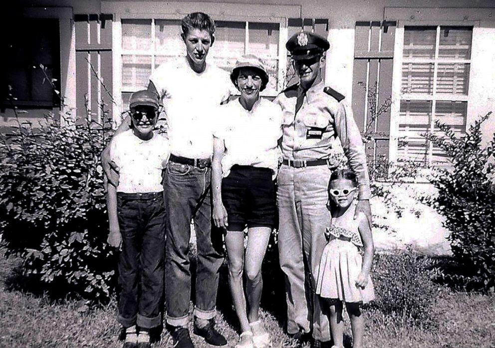 PHOTO: Sen. Elizabeth Warren (left) with her Mom Pauline and brothers in an undated photo.