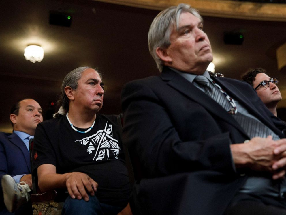PHOTO: Audience members watch as Sen. Elizabeth Warren takes questions from a panel during a presidential forum on Native American issues in Sioux City, Iowa, Aug. 19, 2019.