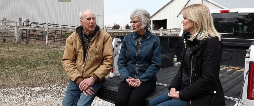 PHOTO: John and Mary Fisher sit with ABC News Martha Raddatz on their farm in Neola, Iowa.