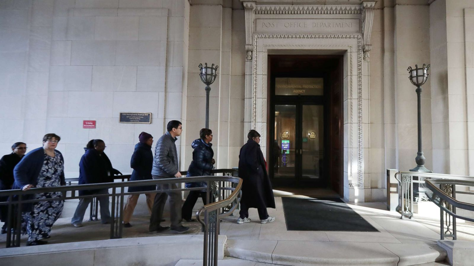 Federal Workers Return Amid Threat Of Another Shutdown