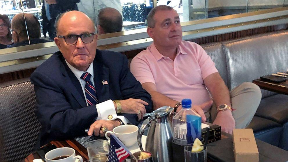 Penangkapan Giuliani rekan diikat ke Ukraina memperbaharui pengawasan dana kampanye