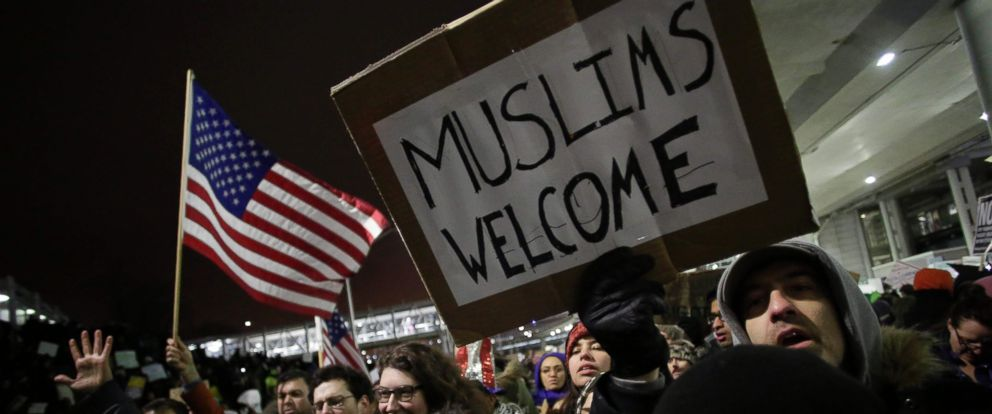 PHOTO: Demonstrators protest agaist President Trumps executive immigration ban at Chicago OHare International Airport, Jan. 28, 2017.