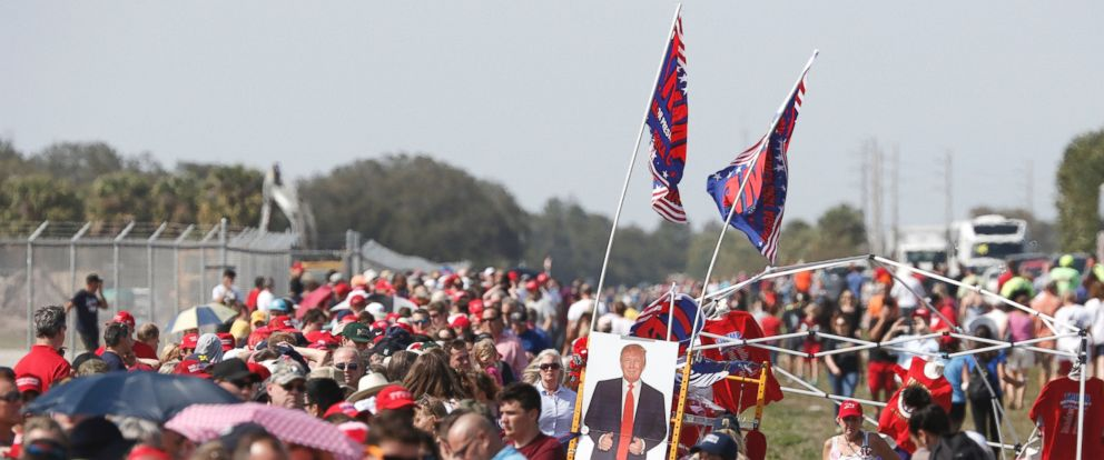 PHOTO: Thousands of supporters of US President Donald Trump form a long queue for a rally at the Orlando Melbourne International Airport, Feb. 18, 2017.