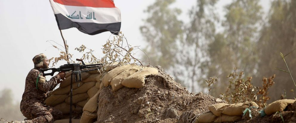 PHOTO: Iraqi fighter keeps position in the area surrounding the village of Dujail, north of Baghdad, May 26, 2015. Iraqi forces closed in on Ramadi and launched an operation aimed at cutting off the jihadists before a major offensive to retake the city.