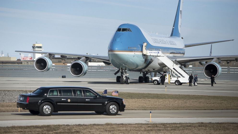 US President Barack Obama's armored limo drives to Air Force One at Cleveland-Hopkins International Airport on March 18, 2015 in Cleveland, Ohio.