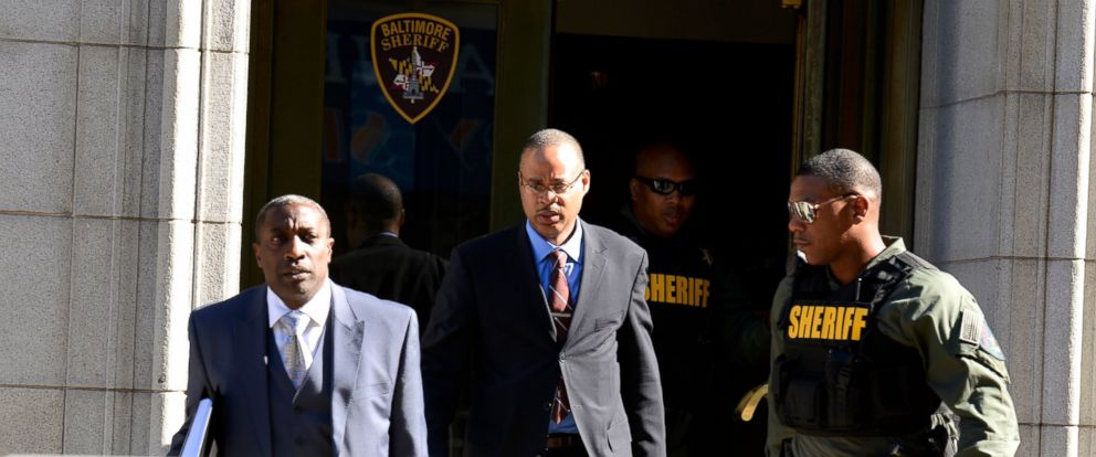 PHOTO: Baltimore Police Officer Caesar Goodson Jr., center, exits the Circuit Court on the first day in the trial, June 9, 2016 in Baltimore, Maryland.