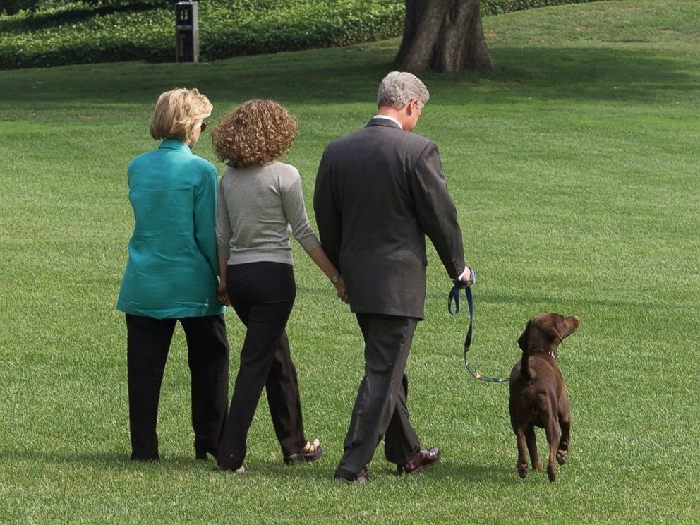 PHOTO: Hillary, Chelsea and Bill Clinton depart the White House in Washington with their dog Buddy on their way to a two-week vacation in Marthas Vineyard, Massachusetts. Aug. 18, 1998.