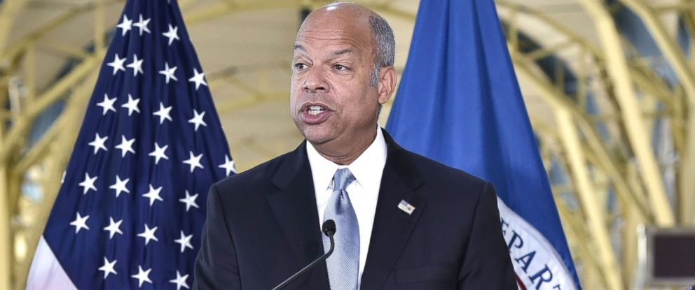 PHOTO: US Homeland Security Secretary Jeh Johnson speaks during a press conference on security screening at US airports on September 7, 2016 at Ronald Reagan Washington National Airport in Arlington, Virginia.
