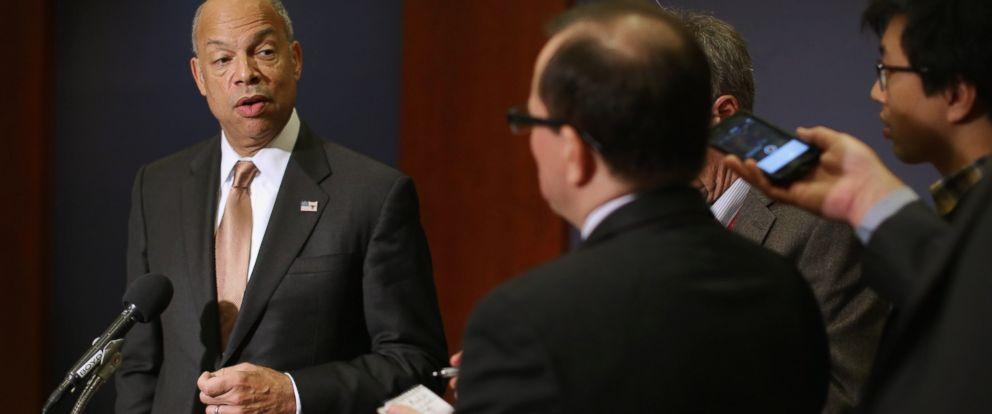 PHOTO: Homeland Security Secretary Jeh Johnson talks to reporters, Nov. 17, 2015 in Washington.