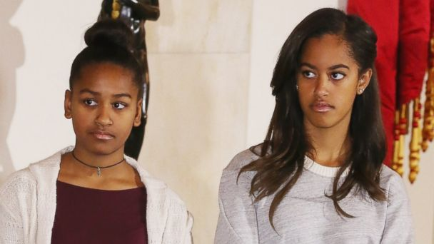 PHOTO: Sasha and Malia Obama listen to their father, President Barack Obama, speak before pardoning two turkeys during a ceremony at the White House on Nov. 26, 2014 in Washington, DC.