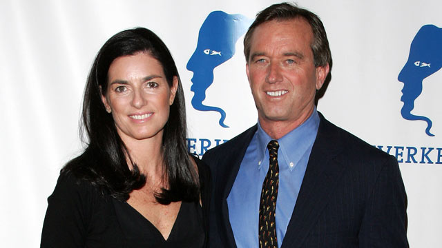 PHOTO: Robert F. Kennedy Jr. and Mary Richardson Kennedy arrives at the 11th Annual Riverkeeper Benefit Gala on April 19, 2007 in New York City.