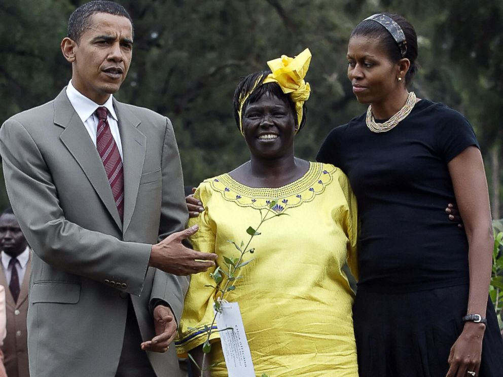 PHOTO: Barack Obama gestures while posing with his wife Michelle and Wangari Mathai at a tree planting ceremony in Nairobi, Kenya, 28 Aug. 2006.