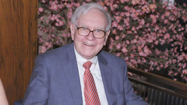 "PHOTO: Warren Buffett attends the ""Too Big To Fail"" New York Premiere after party at the Four Seasons Restaurant, May 16, 2011, New York City."